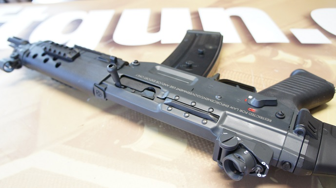 http://www.softair.ch/shop/bilder/ASSAULT_RIFLE/ICS/ICS_SG552_13.JPG