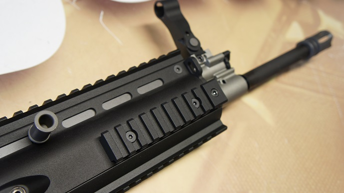 http://www.softair.ch/shop/bilder/ASSAULT_RIFLE/RATECH/RAG-CW-WE-014L-BK_06.JPG