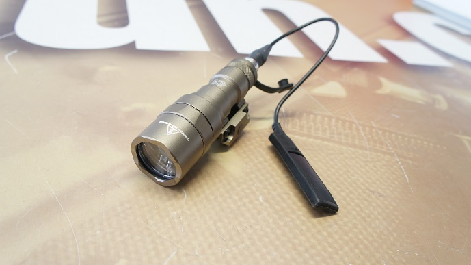 http://www.softgun.ch/shop/bilder/GEAR/FLASHLIGHT/NIGHTEVO/NIGHT-EVOLUTION-M300B-MINI-SCOUT-LIGHT-DE_02.JPG
