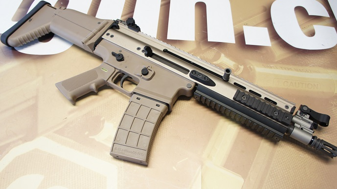 http://www.softair.ch/shop/bilder/MAGAZINE/ASSAULT_RIFLE/AG/AG-TD-MAGCASE-TAN_06.JPG