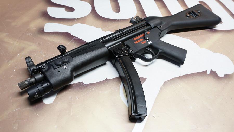 https://www.softgun.ch/shop/bilder/REALSTEEL/SUREFIRE/SUREFIRE-328LMF-MP5_03.JPG