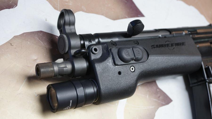 https://www.softgun.ch/shop/bilder/REALSTEEL/SUREFIRE/SUREFIRE-328LMF-MP5_05.JPG