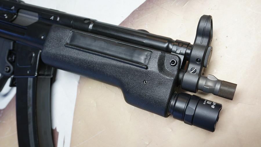 https://www.softgun.ch/shop/bilder/REALSTEEL/SUREFIRE/SUREFIRE-328LMF-MP5_06.JPG